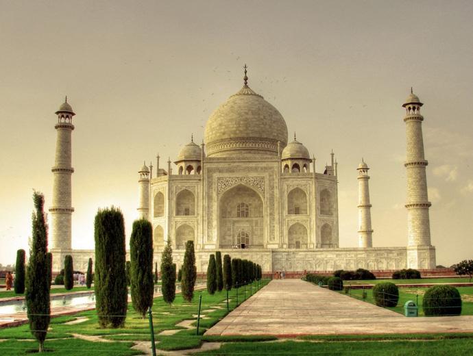 Тадж Махал в Индия е най-известната индийска забележителност. Сниман е по време на залез.