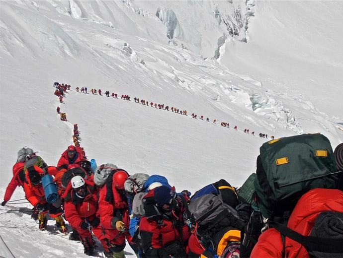 Задръстване от катерачи към Еверест