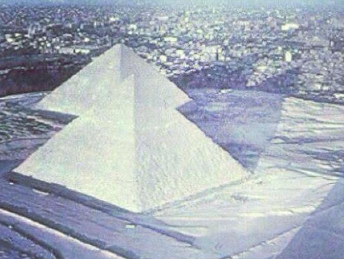Заснежените Пирамиди в Гиза. Снимката, обаче, се оказа фалшива.