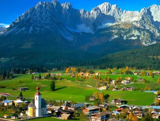 Австрийските Алпи - селце заобиколено от високи остри върхове.