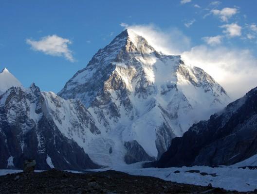 Острата пирамида на втория по височина връх К2