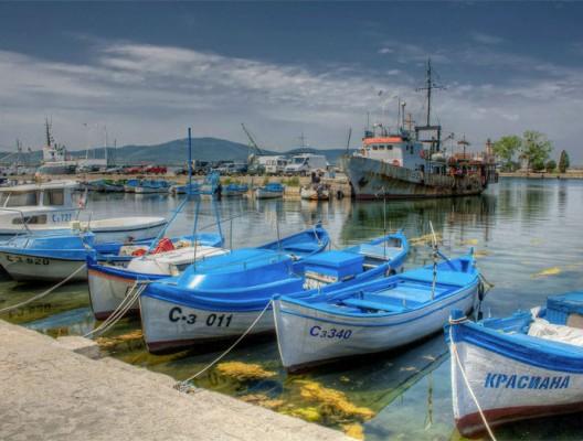 Рибарски лодки на пристанището в Созопол.