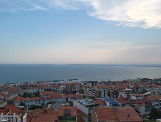 Гледка от Свети Влас - вижда се полуострова на Несебър и част от Слънчев бряг.