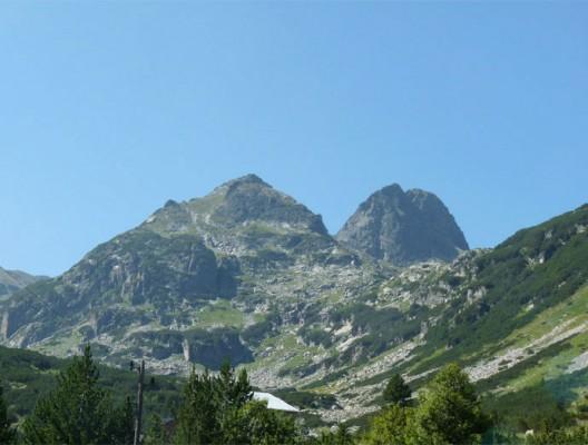 Върховете Малка и Голяма Мальовица гледани от района на хижа Мальовица.