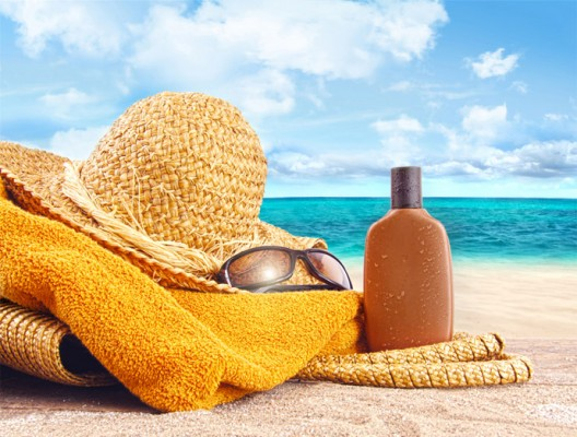 Шапка, крем против изгаряне и очила на пясъка - важна част от вещите ви през лятото.