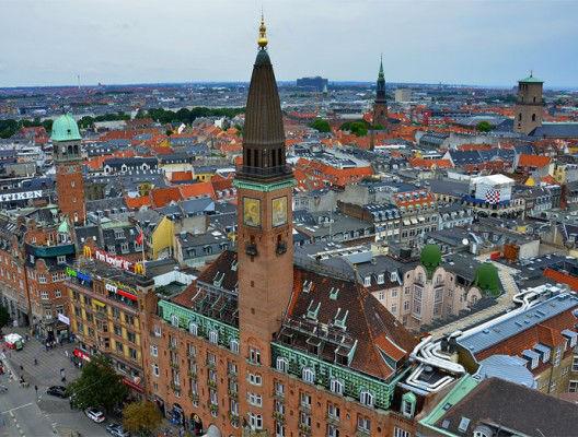 Копенхаген е най-екологичният град в света. На заден план се вижда зеленината от парковете в града.