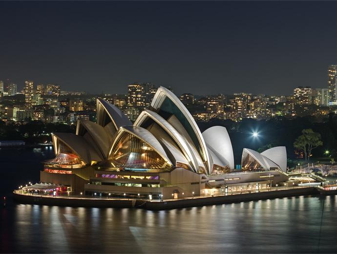Нощна снимка на Операта в Сидни