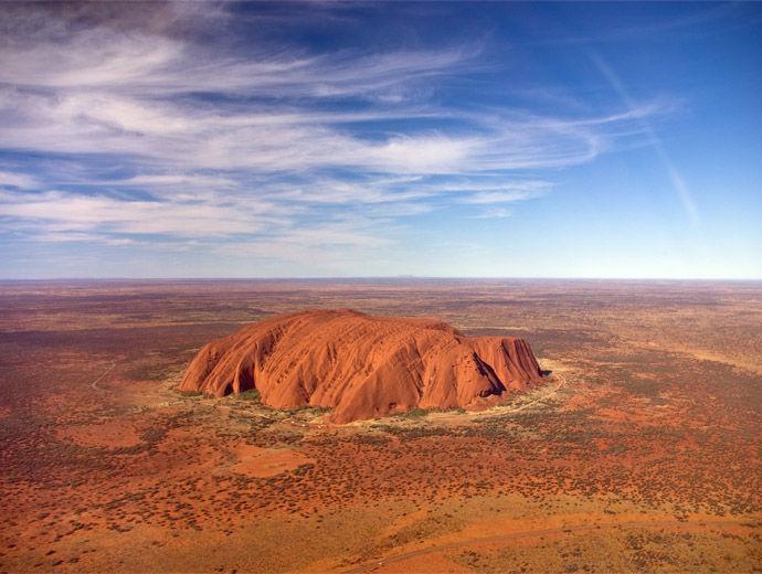 Снимка от хеликоптер на Улуру (Ейърс Рок) в Австралия