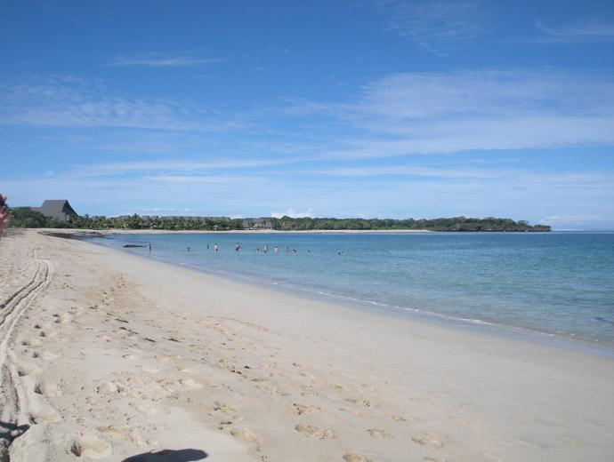 Натадола във Фиджи. Интересна атракция е язденето на кон по плажа.