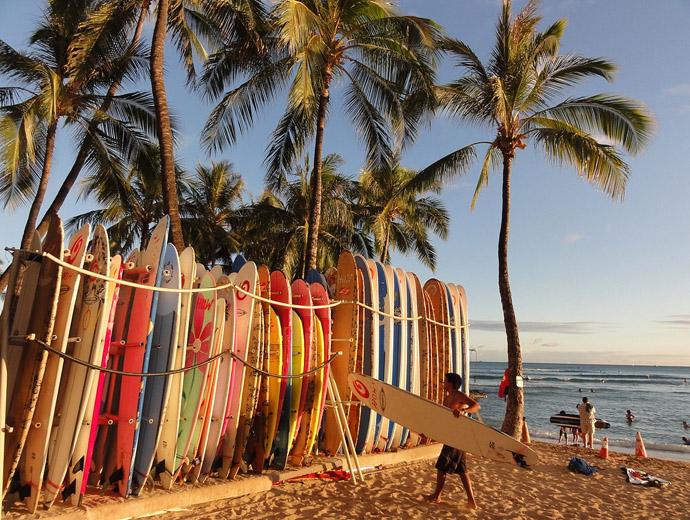 Сърфовете - неразделна част от Хаваите и плажа Уайкики
