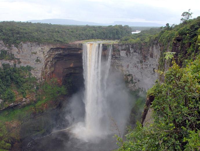 Водопадът Кайетур в Гвиана е сред най-красивите водопади в света, но и сред най-недостъпните.