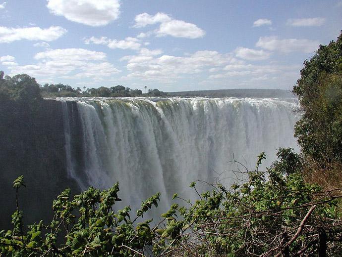 Виктория, на река Замбези е сред най-красивите водопади в Африка.
