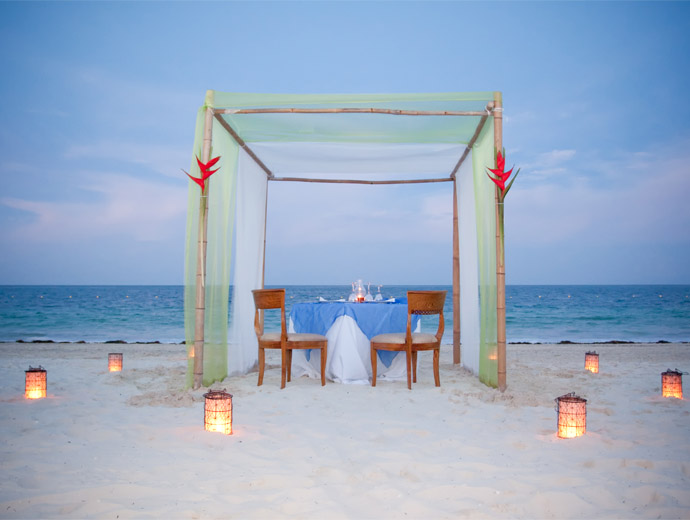 Лазурен бряг и вечеря за двама - какво по-романтично?