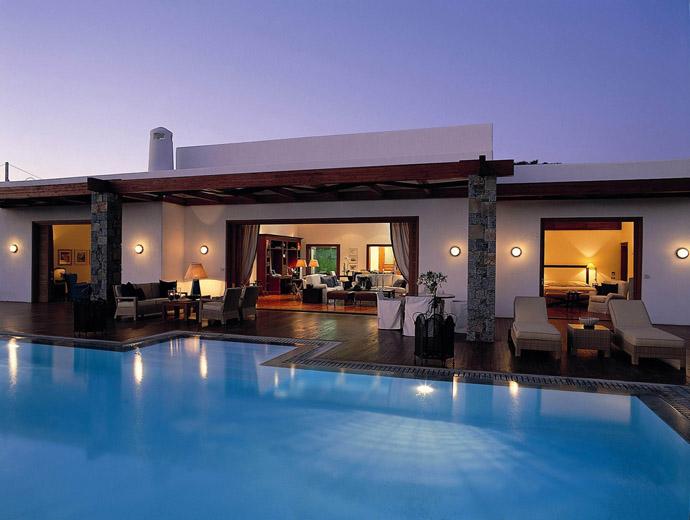 Изглед към най-скъпата част на гръцкия луксозен комплекс Grand Resort Lagonissi.