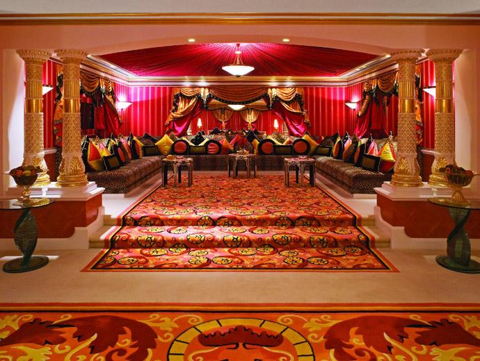 Бурж ал Араб в Дубай е сред най-известните и скъпи хотели в света. Поглед отвътре на най-скъпия му апартамент.