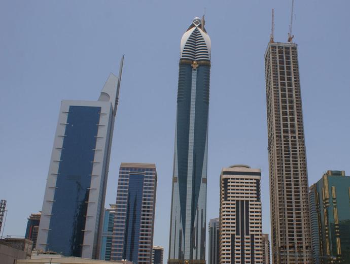 Хотел Rose Tower в Дубай - небостъргачът по средата.