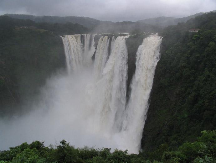 Водопадът Джог в Индия по време на мусоните