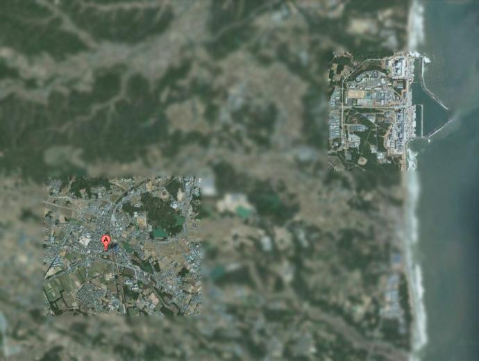 Призрачния град Окума, Япония, е в долния ляв ъгъл на снимката от Google maps. В горната, дясна, част се вижда АЕЦ Фукушима.