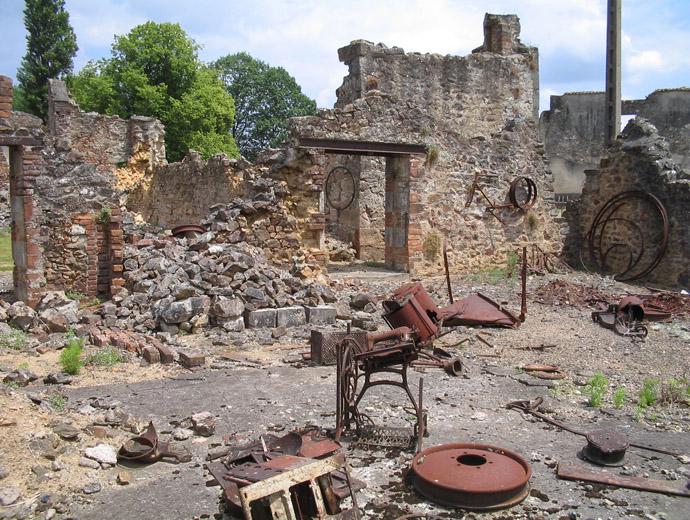Останките на разрушеното село Орадур сюр Глан - част от улиците на селцето