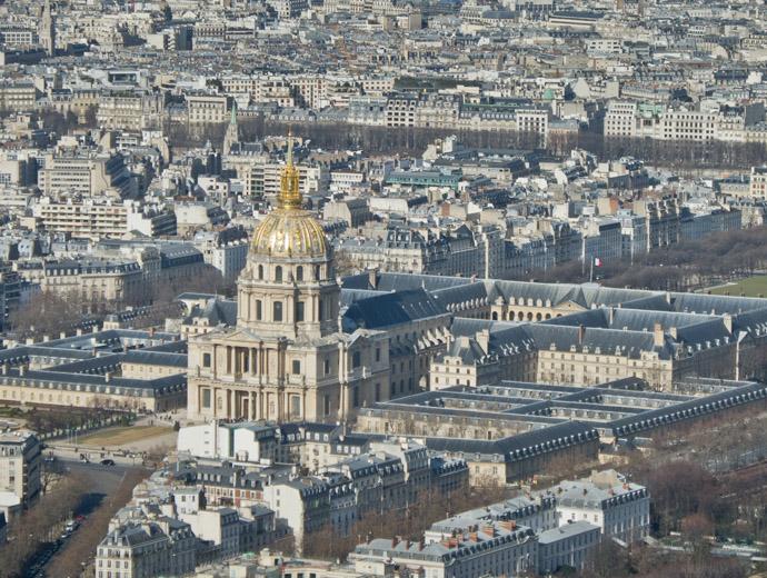 Домът на инвалидите се намира в центъра на Париж. Построен е да приюти останалите без средства френски ветерани.