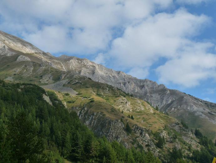 Пирин: поглед към Вихрен и Джамджиевите скали.