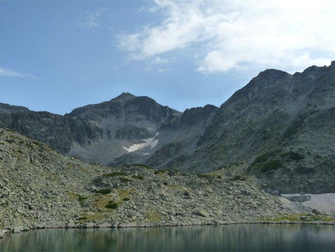 Връх Мусала в Рила гледан от Алековото езеро.