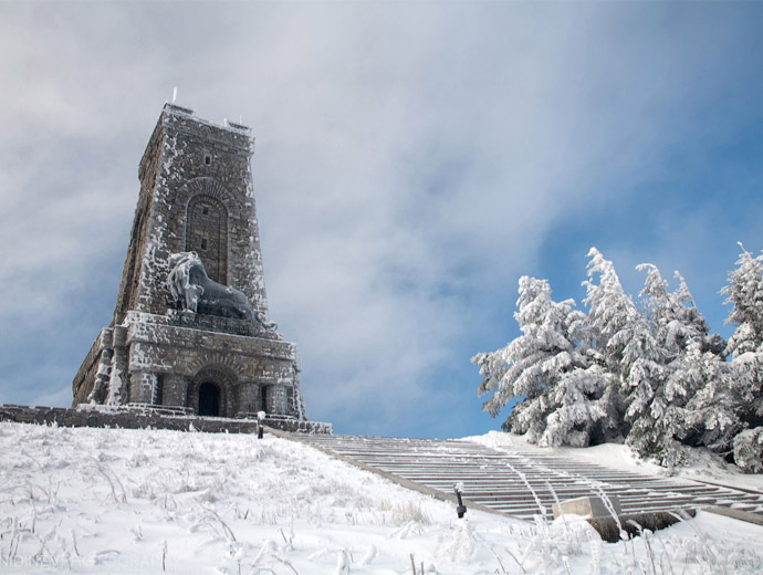 Паметникът на свободата на връх Шипка през зимата