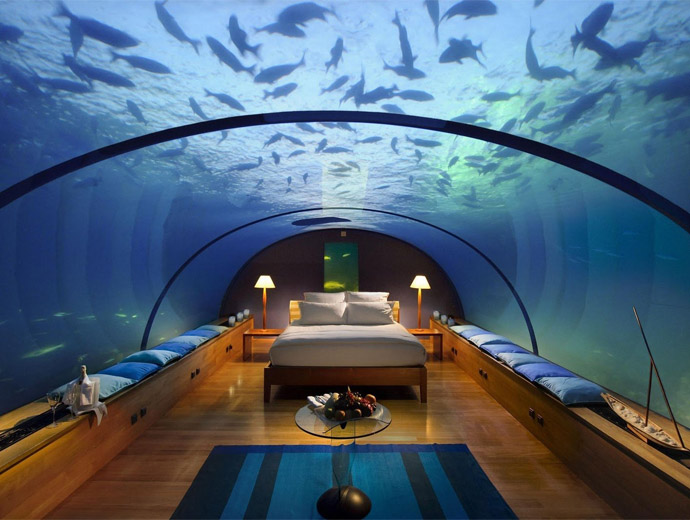 Легло в стъклен купол, заобиколен от морски обитатели - подводния хотел Посейдон, Фиджи