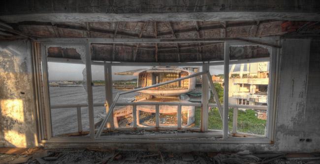Футуристичните сгради в Сан Жи погледнати отвътре.