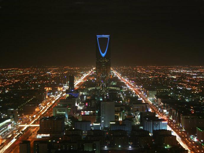 Небостъргачите и модерните сгради в Саудитска Арабия по никакъв начин не показват какви забрани крие пустинната държава.