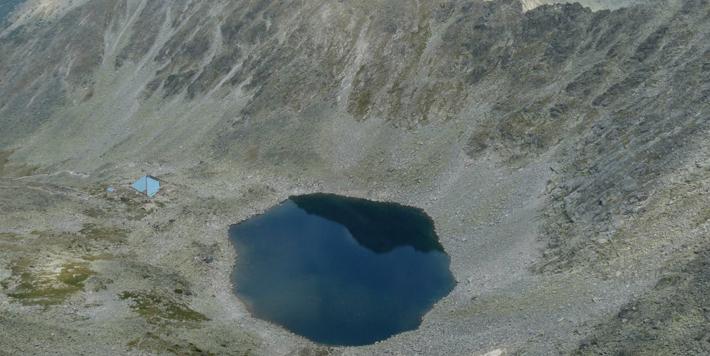 Леденото езеро: най-високото от Мусаленските езера, снимано от връх Мусала