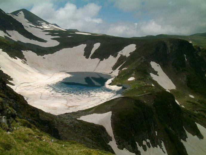 Езеро Окото - едно от Седемте рилски езера.