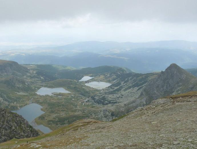 Част от Седемте рилски езера, гледани от Отовишкия рид.
