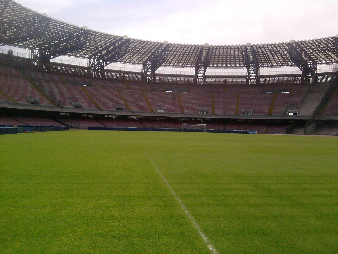 Стадион Сан Паоло в Неапол - стадионът на Наполи, на който дължи години е играл Диего Марадона.