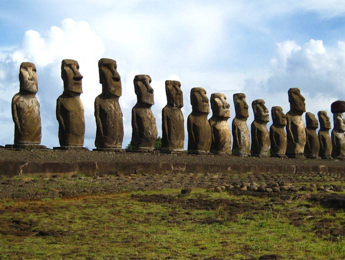 Причудливите статуи на Великденския остров - 14 на брой