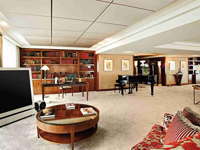 Royal Penthouse Suite Hotel President Wilson в Женева, е най-скъпият апартамент в света. Вижда се част от луксозното обзавеждане на апартамента.