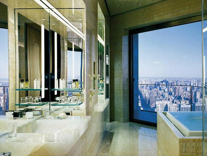 Хотел Четири сезона е най-скъпият в Ню Йорк. Вижда се част от панорамната гледка към Манхатън.