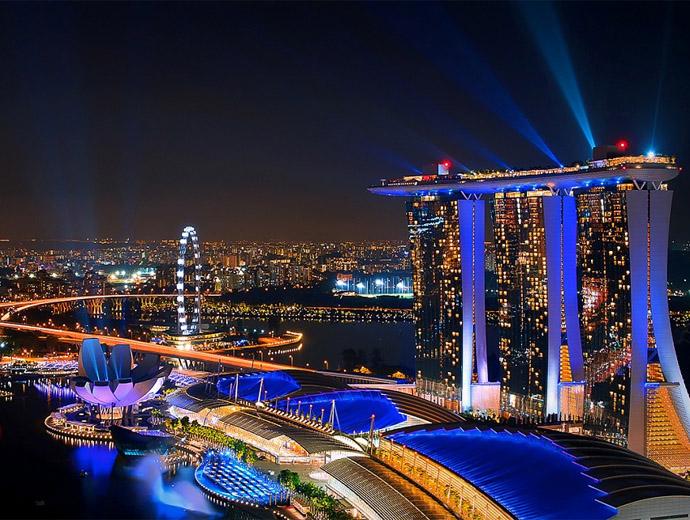 Марина Бей Сингапур - виждат се Сингапурският летец и впечатляващият хотел Marina Bay Sands