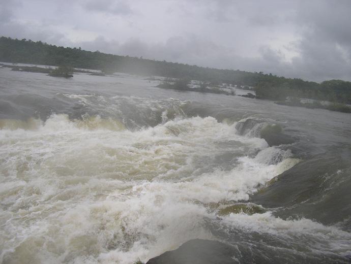 В непосредствена близост до Дяволското гърло - най-големият от водопадите Игуасу