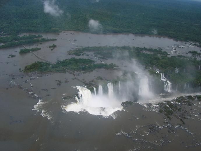 Водопадът Игуасу и Дяволското му гърло.