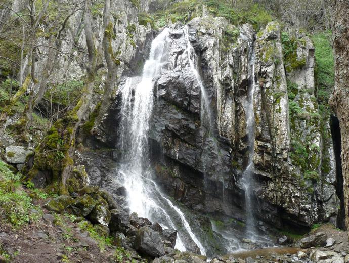 Вжда се, че Боянския водопад във витоша е доста пълноводен през пролетта.