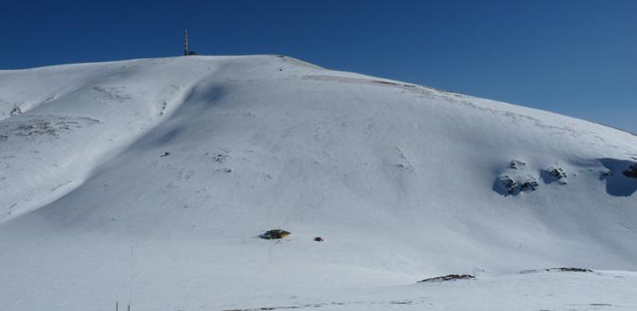 Връх Ботев (2376 м.) в Стара планина и заслон Ботев