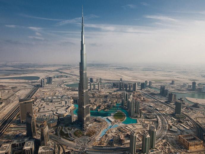 Снимка от въздуха на Бурж Халифа в Дубай - най-високата сграда в света.