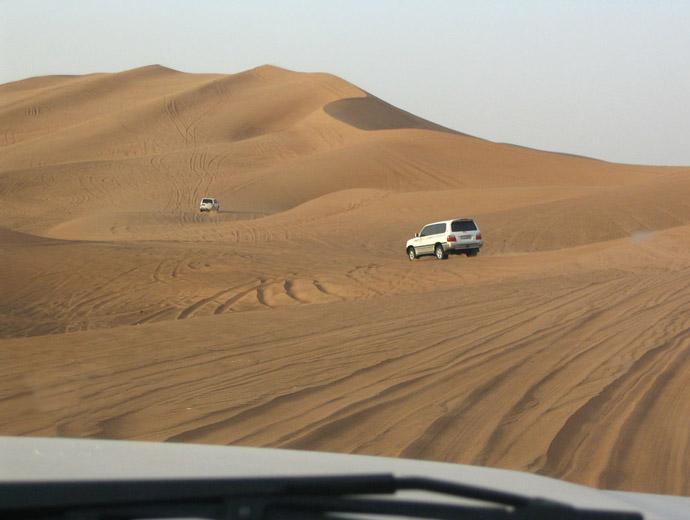 Джип сафари в Дубайската пустиня.